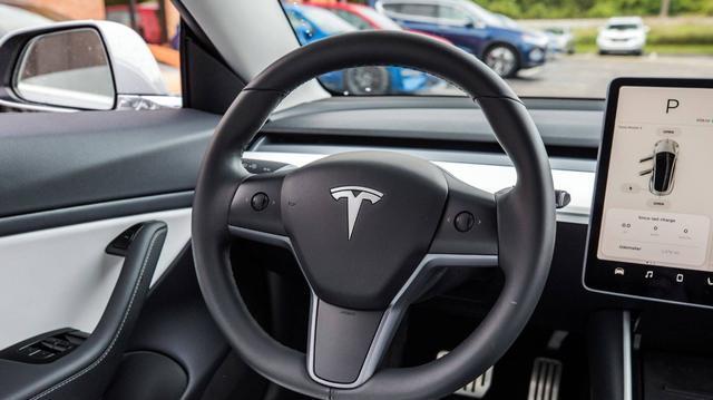 特斯拉降价到25万,新能源汽车现在适合入手吗