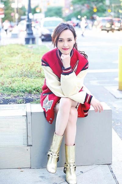 唐嫣超短发配雪纺连衣裙,搭配烟熏妆容,网友:是认真的?