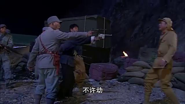 日军军火库被攻下,却遭小鬼子引爆器的威胁,命悬关头智取遥控器