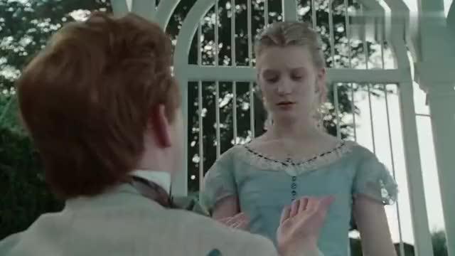 爱丽丝梦游仙境:爱丽丝被当众求婚,结果看见了兔子便跑了!