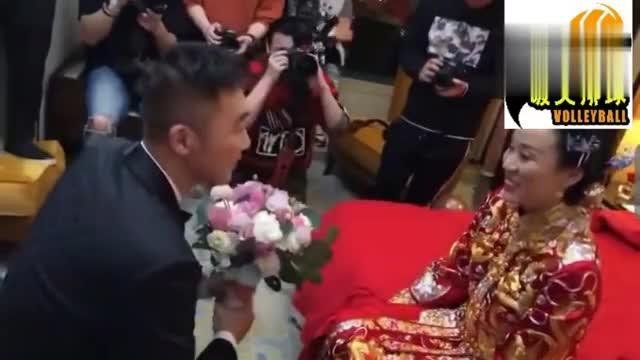 羽毛球名将赵芸蕾今日大婚新郎洪炜和赵芸蕾长吻10秒太甜蜜