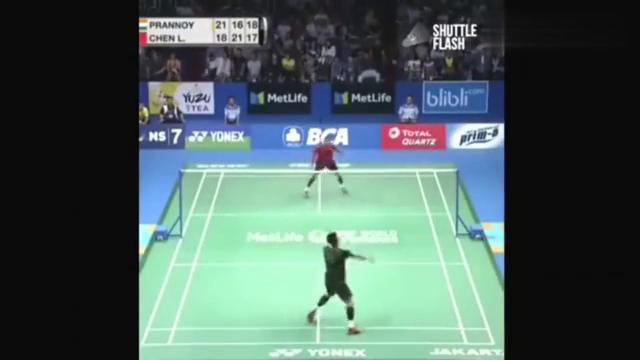 谌龙羽毛球扑网虽然被判犯规,但普兰诺伊还是挡过去了