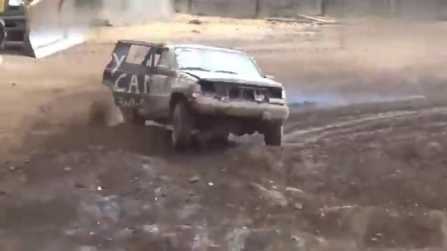 视频:高难度越野赛场,大切诺基直接跑