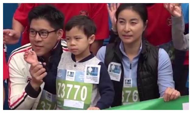 霍启刚带儿子参加马拉松比赛,爆料霍中曦好胜心强像妈妈!