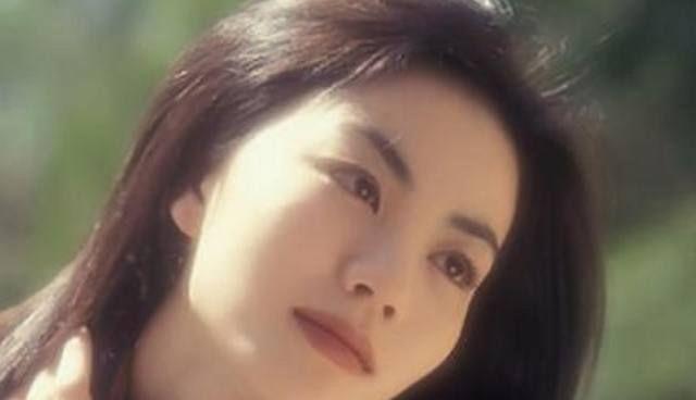 18年前的王菲,简直就是时尚界的潮流指标