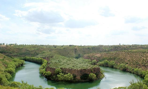 荒漠中的翠绿河谷,镶嵌在塞上的碧玉,萨拉乌苏湿地生态保护区