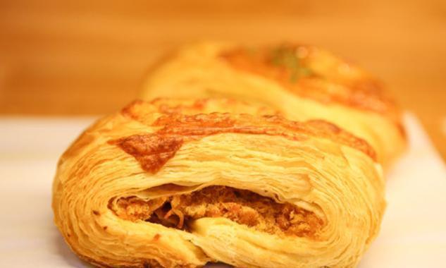 肉松面包,小时候很喜欢吃,现在却很难吃出当年的那种味道了!
