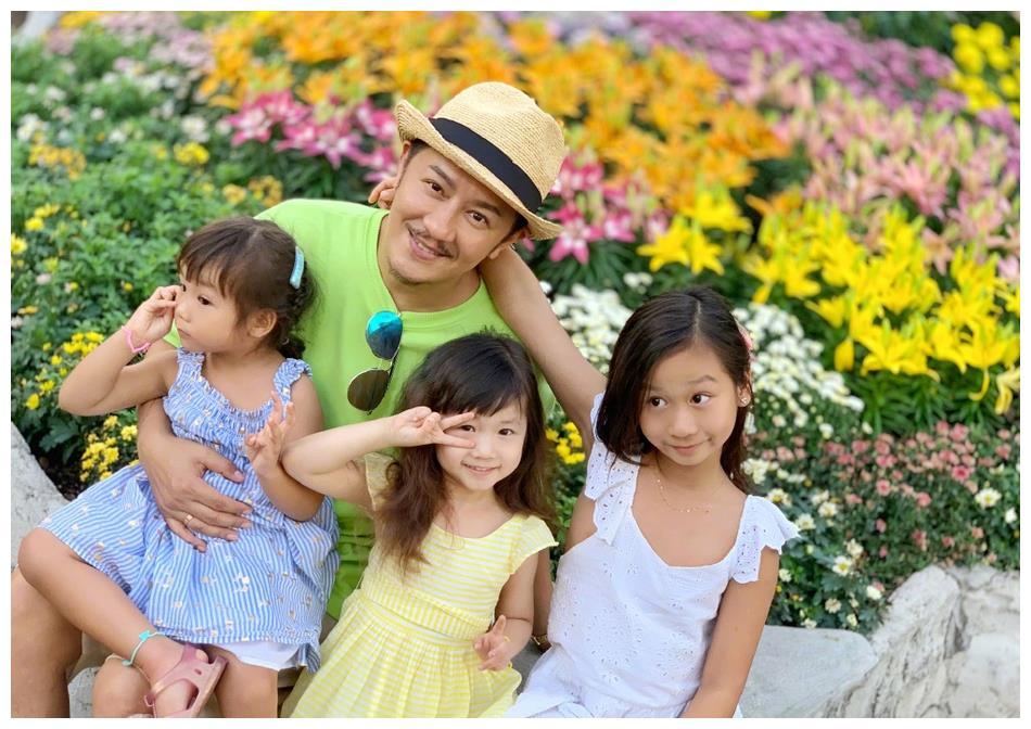 幸福满满!陈浩民晒与三个女儿合影 感恩老婆蒋丽莎辛勤付出