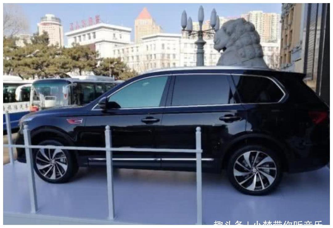红旗研发高端SUV!内饰配三块大屏,比宝马X7还上档次