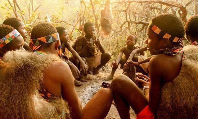 """非洲""""一夫一妻""""部落,女人以""""臀大""""为美,""""奇葩""""要求颇多"""