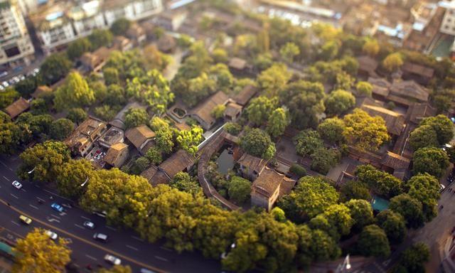 清晖园是一个格局完整而又富有特色的岭南园林,风景宁静清幽