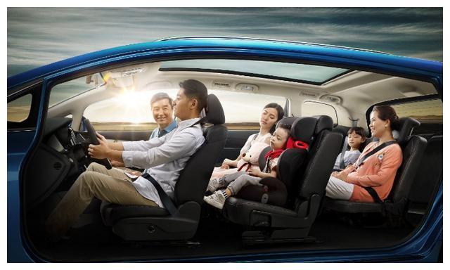 10万拿下7座MPV,不仅省油还有全景天窗,2胎家庭的新选择