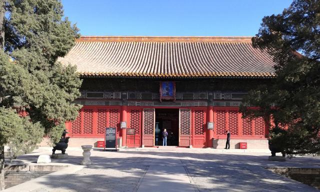 皇子读数和习武的地方,皇帝藏书和印书的地方:武英殿和文华殿