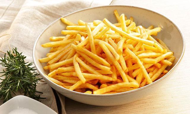 土豆炸成薯条怎样做才不软?详细做法和诀窍都给你,薯条酥脆可口
