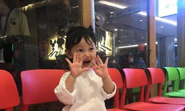 国羽世界冠军晒女儿照片,甜美可爱格外动人,王适娴都默默羡慕