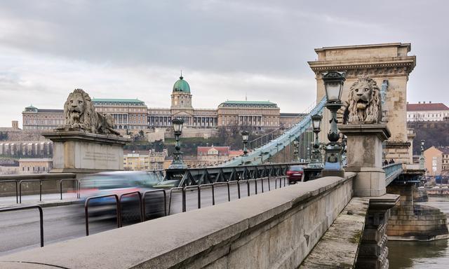 匈牙利景点|历史在桥这边,未来在桥的另一边