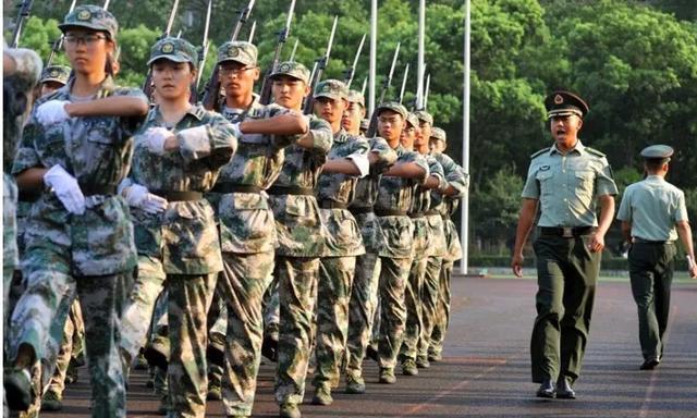 军训时的教官都是什么人?结束后为什么悄悄离开?
