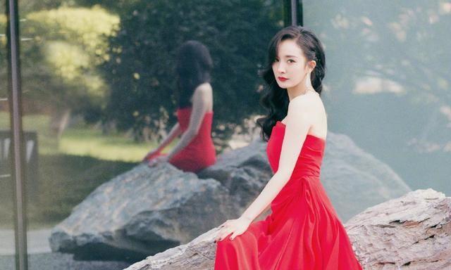 杨幂红色礼服秀雪白肌肤