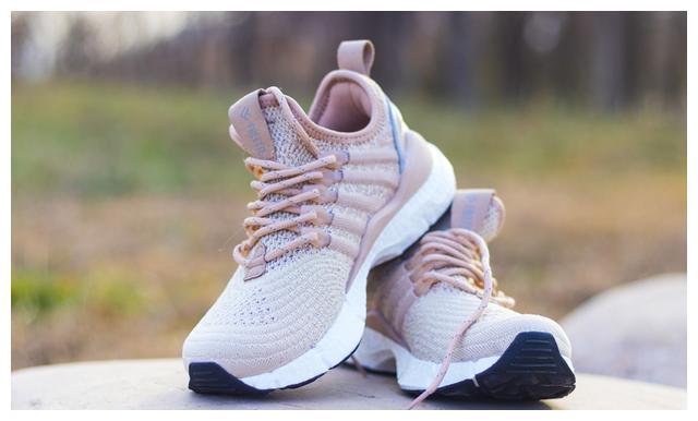 小米生态链出品的运动鞋,穿上跟没穿一个样,难怪叫云弹