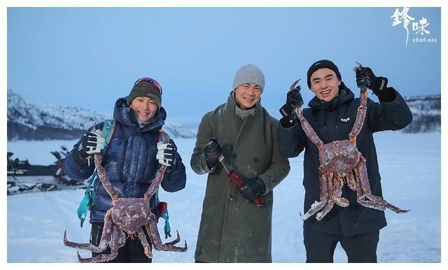阮经天谢霆锋同旅北极一起躺被窝、看极光,捞螃蟹,太逍遥了~