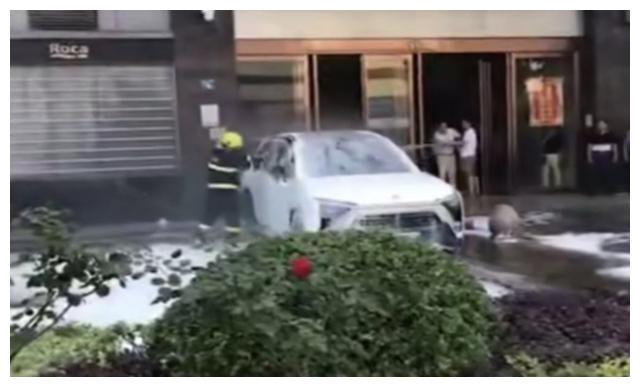 武汉电动车自燃?哦,原来是蔚来