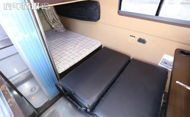 满足3口玩房车,长度5.2米的东风御风售价22.8万,接送孩子也能开