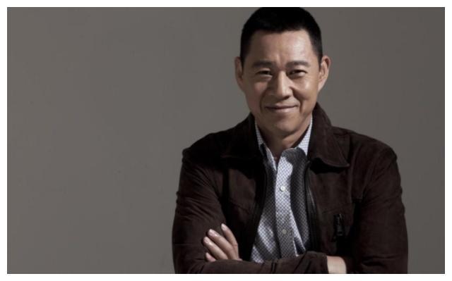 63岁张丰毅近照曝光,妻子年轻貌美撞脸王祖贤,难怪会一见钟情
