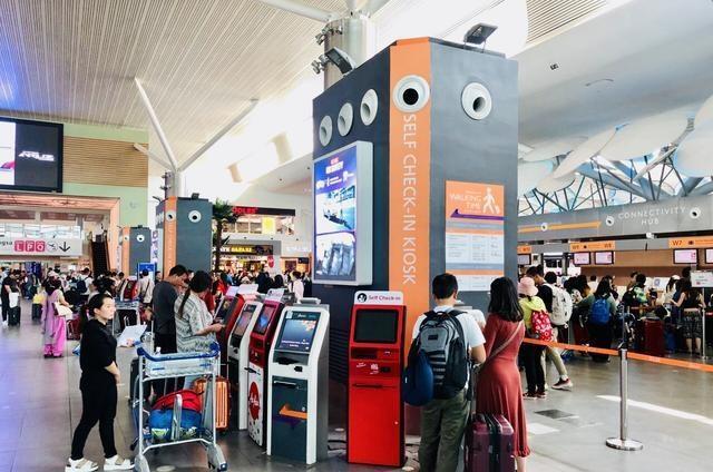 最不人性化的国际机场登机需步行2公里,免税商品很可能带不走