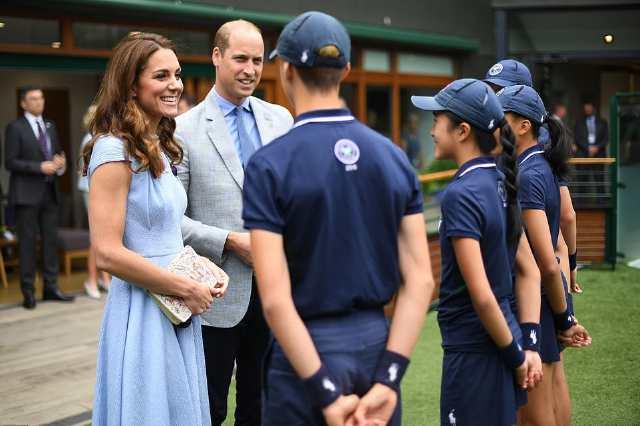 英国威廉王子夫妇双双观看温网男单决赛,演员卷福也现身赛场