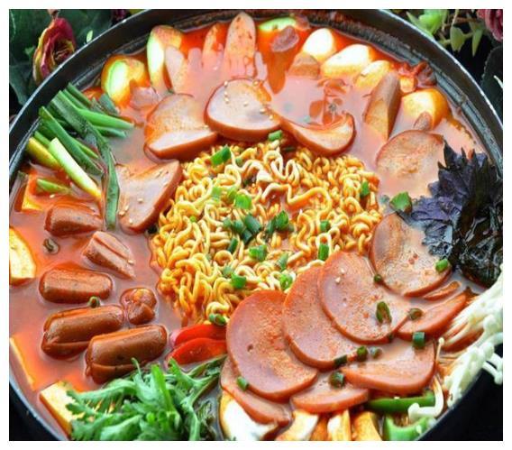 快捷方便的韩式部队火锅,喜欢吃什么就放什么,健康美味