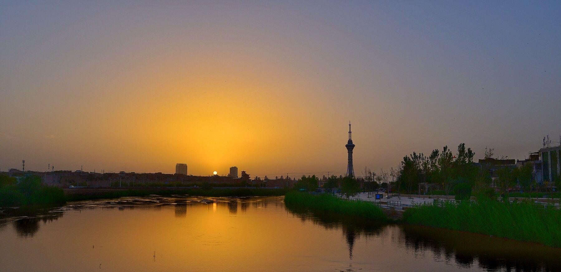"""这片被誉""""维吾尔族活的民俗博物馆""""的高台民居已逐渐落寞、衰败"""