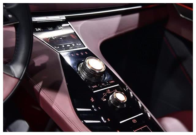 三菱最后一搏,新车四驱,油耗4.2L,光看脸就招风,或12万