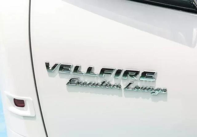 全新丰田威尔法双擎2.5L顶配实拍,话说加价25-30万,需等一个月