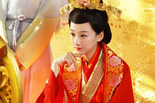 """北影表演系的女硕士,被观众称为""""雷剧女王"""",吴奇隆也带不动她"""