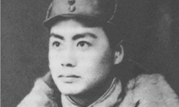面对日军包围,哥哥藏地窖后成农民,弟弟翻墙逃出后成副总参谋长