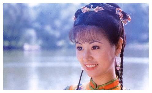 明星再次扮演当年经典角色,李若彤颜值依旧,朱茵让人心酸落泪