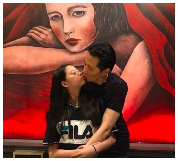 欧阳娣娣近照疑似龅牙,曾因和大44岁的欧阳龙亲吻惹争议!