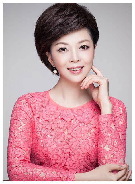 她曾是芒果台一姐,与董卿朱军平起平坐,提拔过汪涵,后来嫁富商