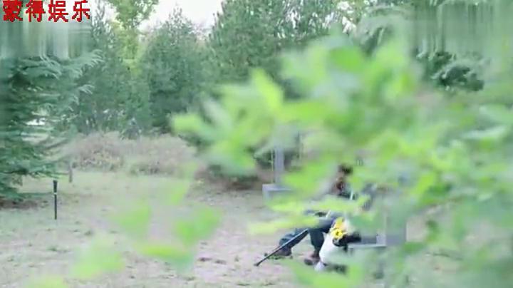 警花与警犬:杜飞在唐队坟前伤感,想要离开基地,被姝寒失望臭骂