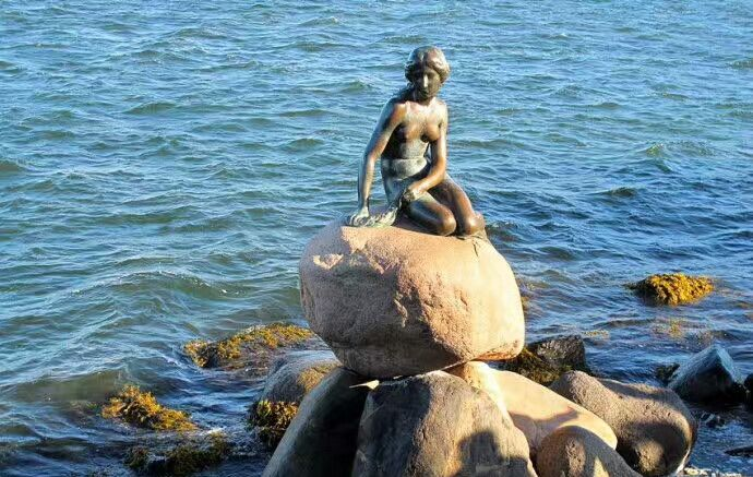 海的女儿——小美人鱼铜像
