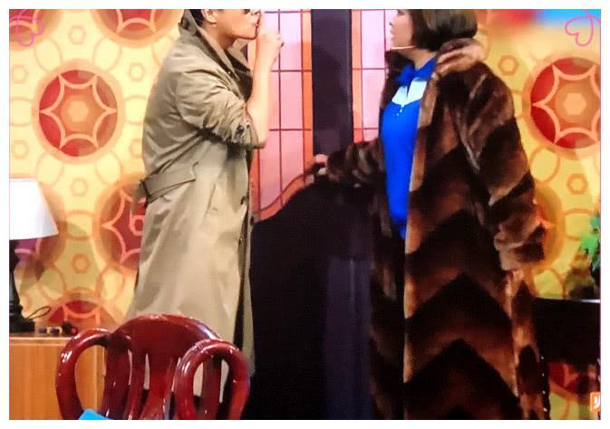 贾玲穿的貂大衣好眼熟,网友:和婉容的一模一样,买家秀和卖家秀