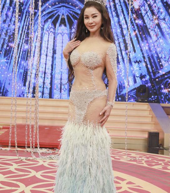 冻龄女神老了?64岁陈美凤穿透视装领舞,却意外曝光腰部松弛皮肤