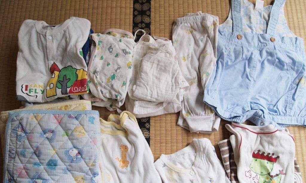 家里再穷,这种衣服也最好别给孩子穿,可能会伤害孩子的心理健康