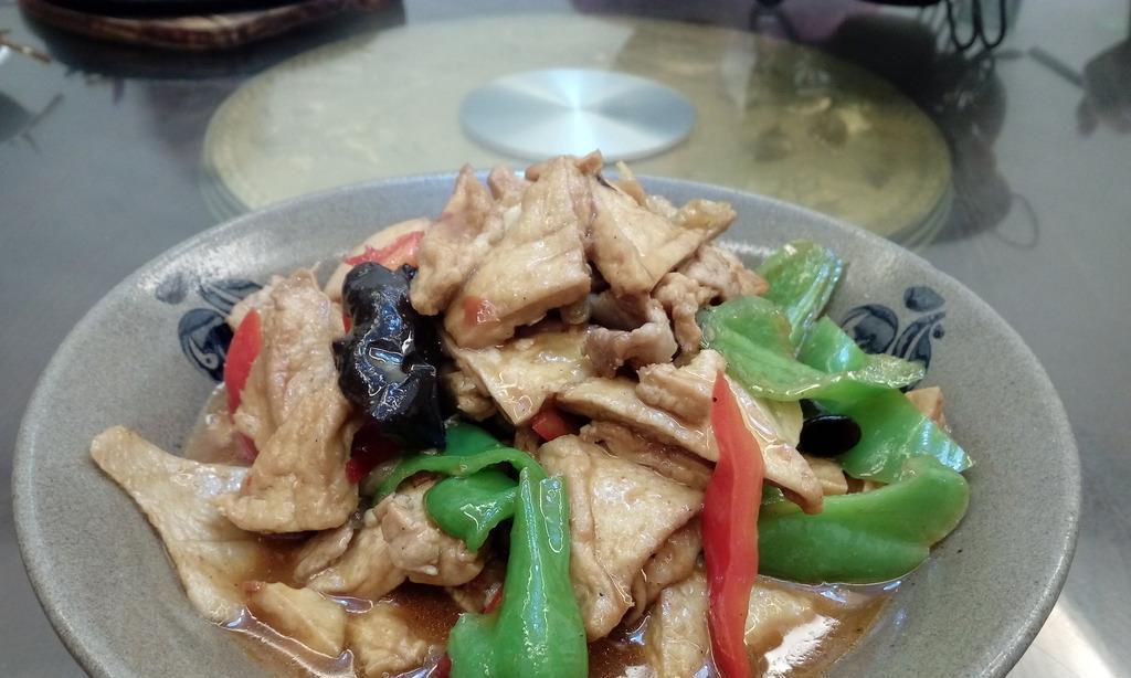 油豆腐别只会炒着吃,加上猪肉这样去做,美味汁多唇齿留香