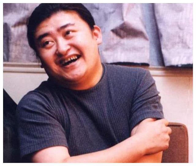 刘欢另类请客吃饭:邀请朋友到家亲自下厨做菜,空间小到人挤人
