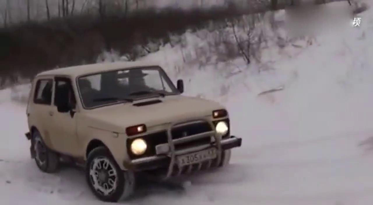 视频:国产车陆风X9在国外表现不错,PK俄军拉达越野车爬雪坡完胜