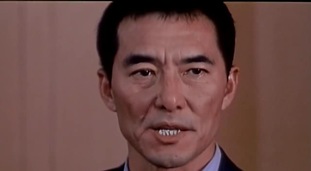 李市长在会议室义正言辞讲述反腐历程,获得一片掌声