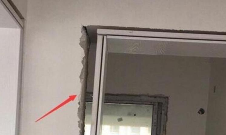 门套有缝隙,邻居说可以理解,可看到基层板时,却不愿意了
