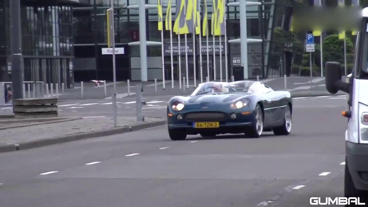 视频:土豪收藏的捷豹XK180概念车,现身超跑俱乐部!