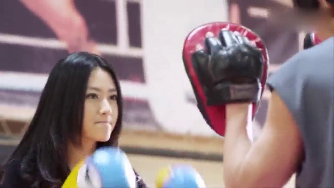 美女拳击手白冰对决陈楚河,富家千金身手真好